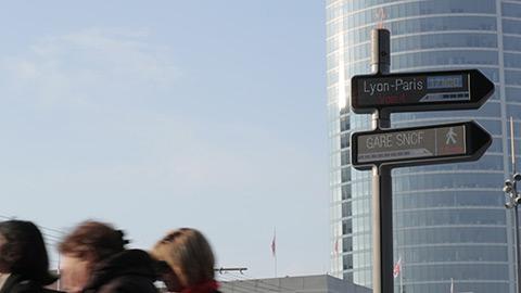 Panneau d'affichage interactif en ville (Lyon-Paris)